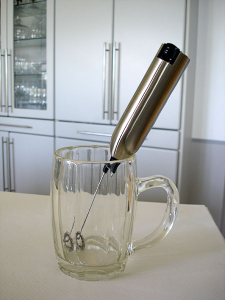 Battery-operated frother
