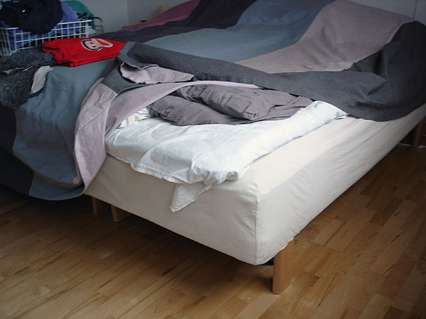 Spring mattress with hard edge