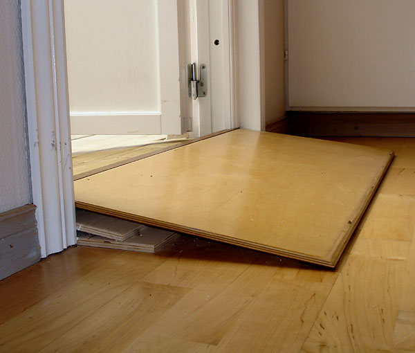 Indoor threshold ramp