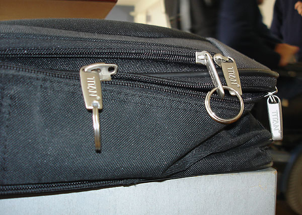 Key ring in zipper