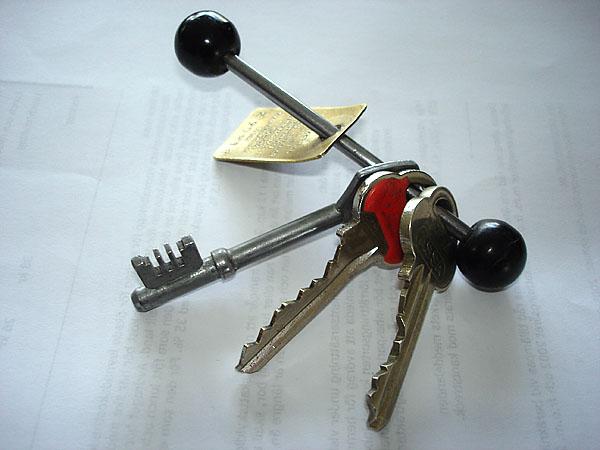 Key holder, metal rod