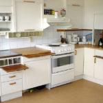 Delvis anpassat kök för person med funktionsnedsättning