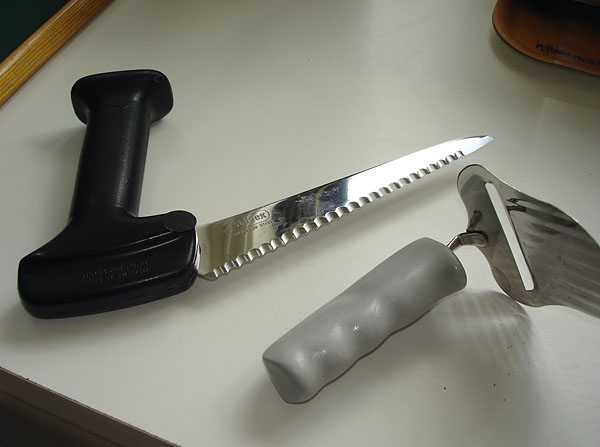 Knife and cheese slicer with adapted handle