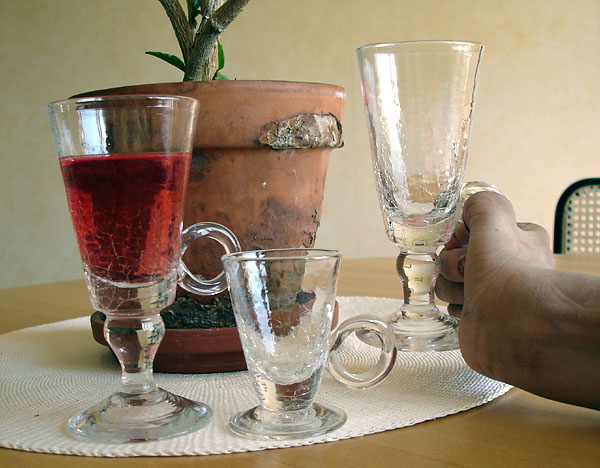 Wine and shot glass adapted with handle
