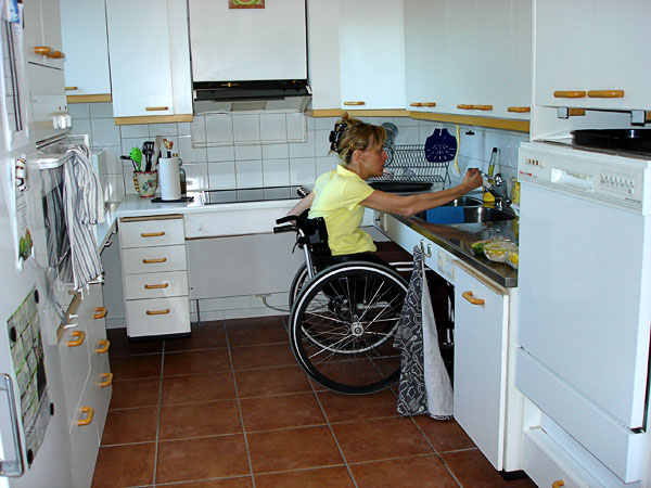 Accessible kitchen, electric adjustable height