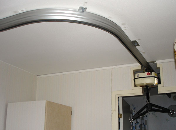 Ceiling track for ceiling lift