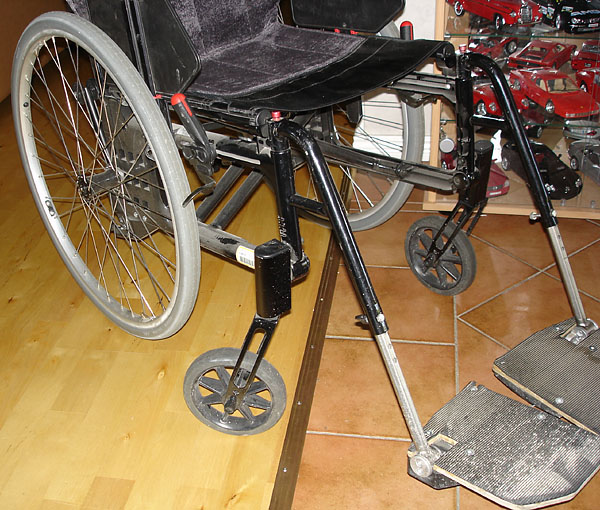 Manual wheelchair with solid tires