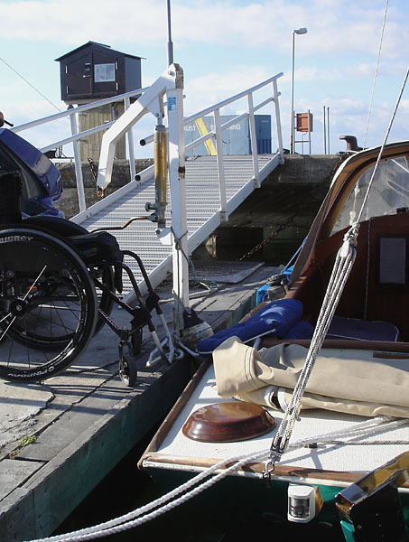 Transfer between sailboat and wheelchair with stationary lift