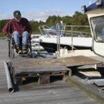 Ramp på bryggan för motorbåt