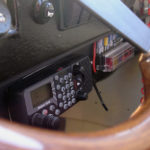 Radio i anpassad motorbåt