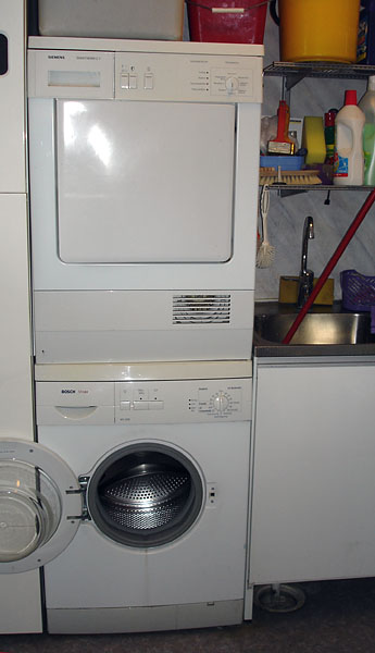 Accessible stacked washer/dryer