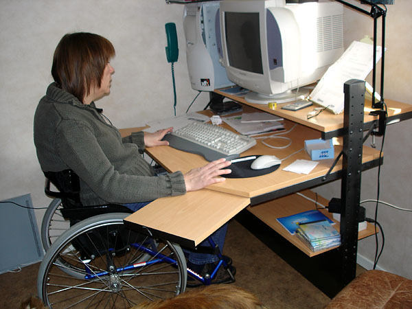 Computer desk with slide-out workspace