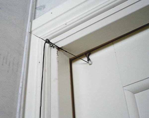 Enkel mekanisk dörrstängare