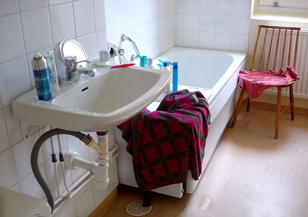 Transfer from wheelchair to bathtub