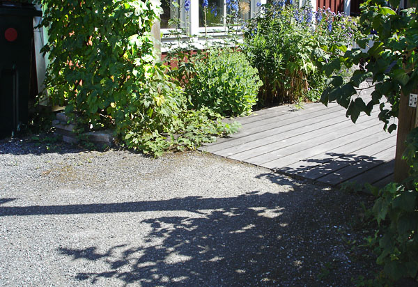 Transition path – wooden deck