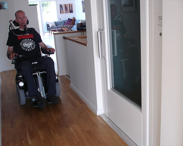 Shaft elevator in accessible house