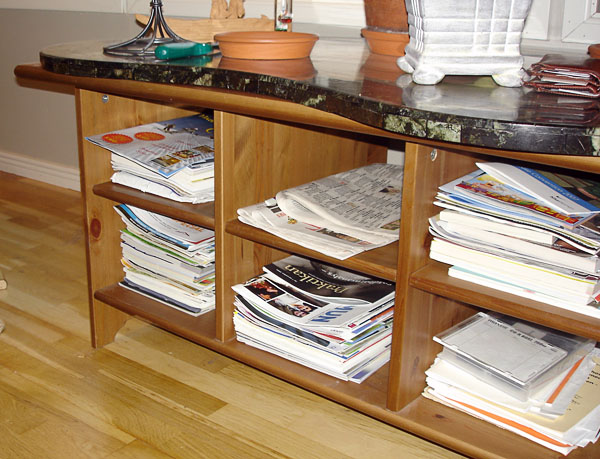 Low shelf for magazine storage