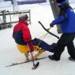 Åka skidlift med sitski