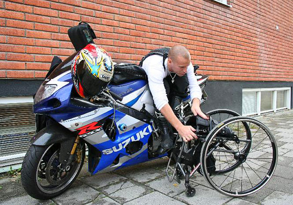 Bringing the wheelchair along when riding motorcycle