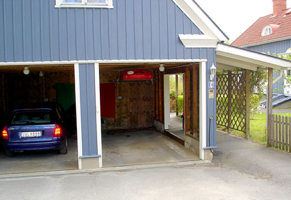 Garage adapted to minivan