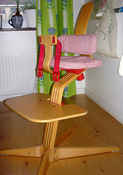Highchair with opening from the side