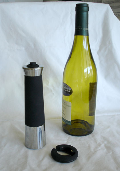 Wine bottle opener with gas cartridge