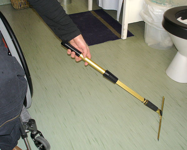 Bathroom – squeegee with telescope handle