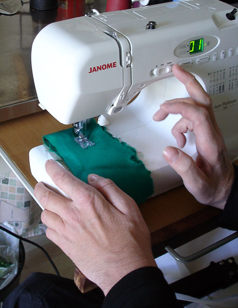 Portable electronic sewing machine