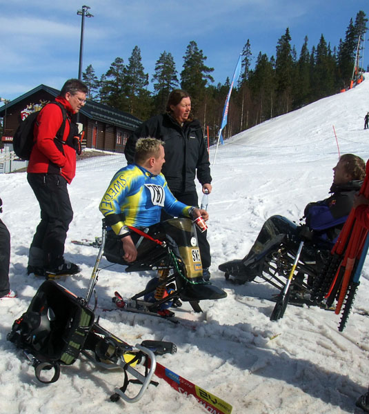 User in monoski with leg guard. Photo: Ronny Persson