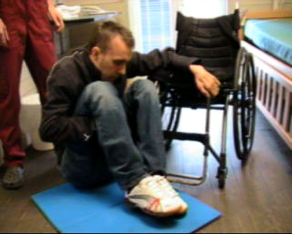 Transfer from floor to wheelchair with help
