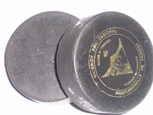 Hockey pucks, photo from sv.wikipedia.org