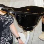 Portable basin for washing hair