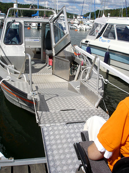 Folding ramp on motorboat