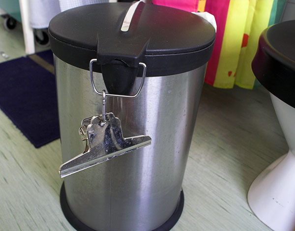 Paperclip with hook on wastebasket