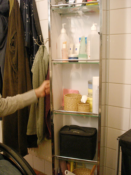 Rotating bathroom cabinet with mirror