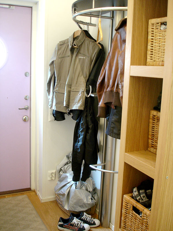 Clothing rack with hat shelf