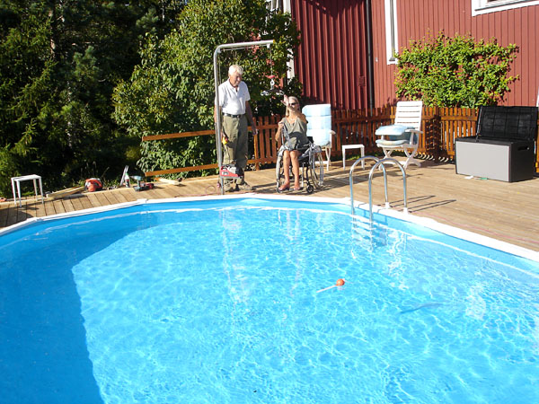 Outdoor pool with lift