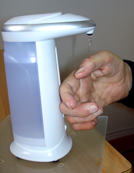 Hand rub dispenser with sensor