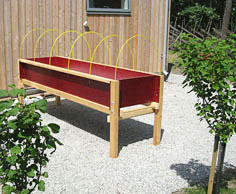 Garden planter on legs with metal frame for non-woven fabric