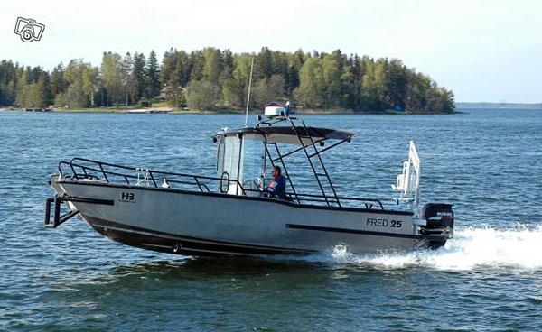 Tillgänglig motorbåt