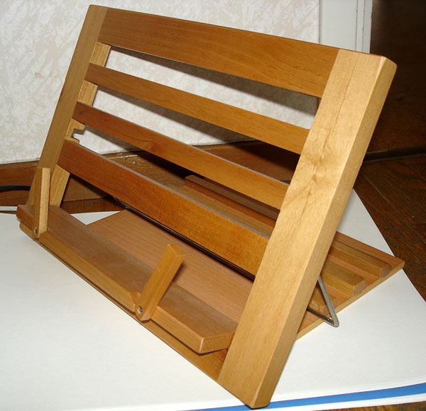 Adjustable-angle wooden book stand