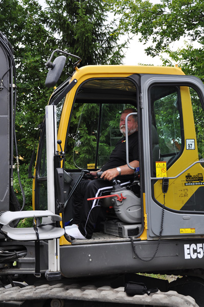 User in excavator (close-up). Photo: Katharina Ratzka