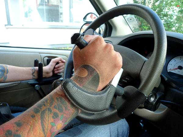 Steering wheel with steering handle and counterweight