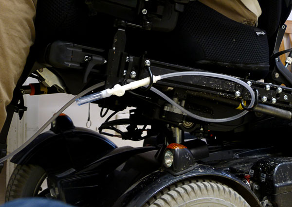 Emptying system attached to wheelchair