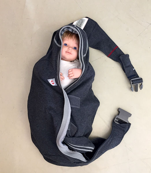 Child in Lodger Shelter baby carrier. Photo from mammapappalam.se