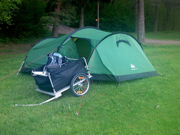 User with bicycle trailer. Photo: Anders Andrae