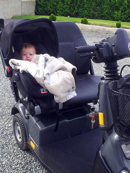 Babyskydd monterad på en minicrosser